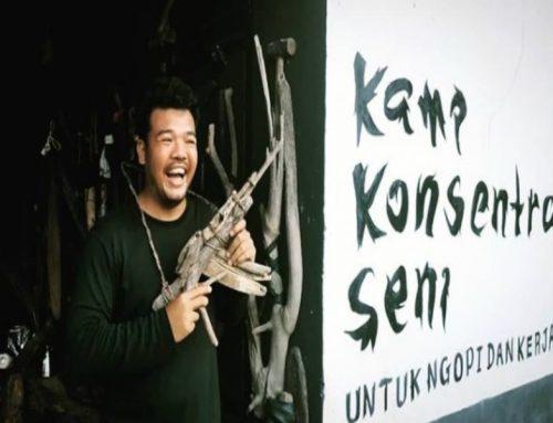 M-16 di Ranting Kayu